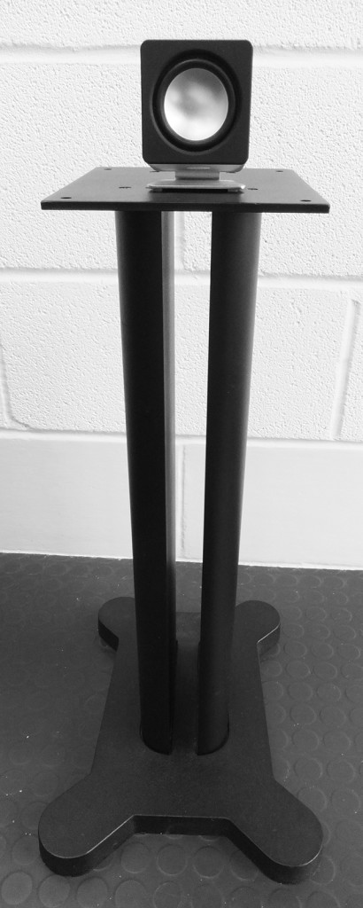 speaker-stand-with-small-speaker