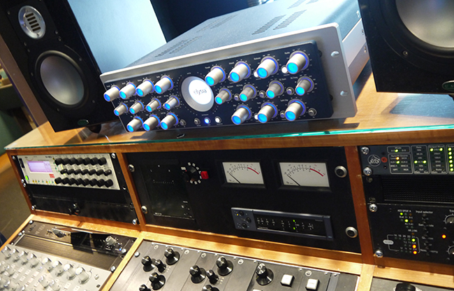 chord-metropolis-studio-desk